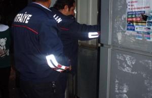 asansorde-mahsur-kalan-2-cocugu-itfaiye-kurtardi_8042_dhaphoto2