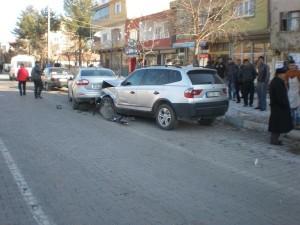 3-otomobilin-carpistigi-kazada-2-yarali_8593_dhaphoto1