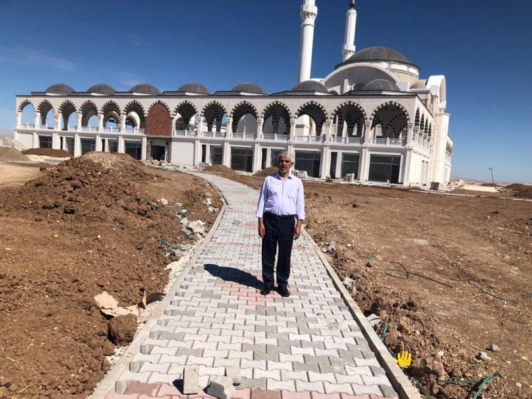 Yeni Dünya Vakfı Genel Başkanı Göksu, Safvan bin Muattal Türbe ve Cami Külliyesini ziyaret etti